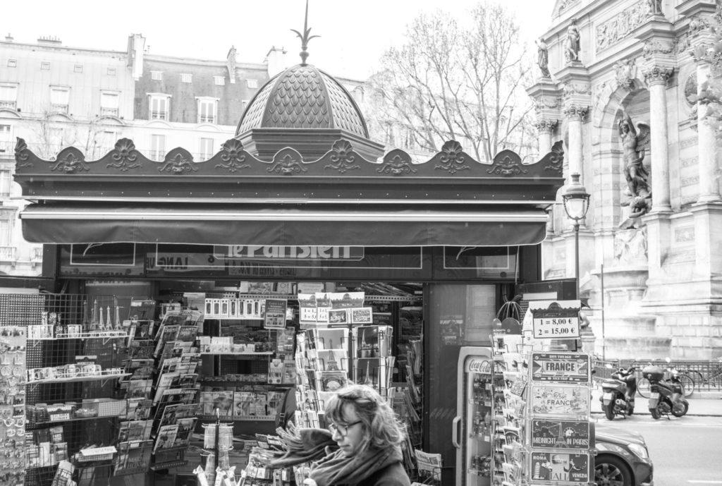 Paris - Kiosque Place de la Republique